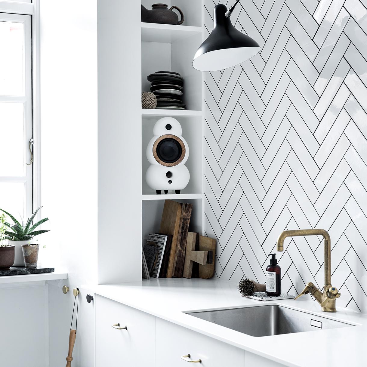 Bijeli u kuhinji