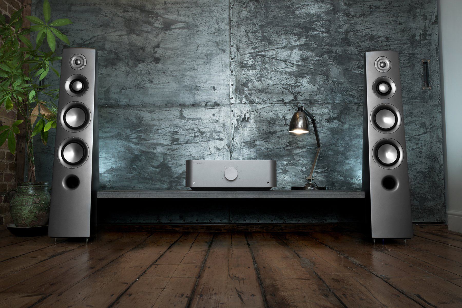 Cambridge Audio Edge A lifestyle2