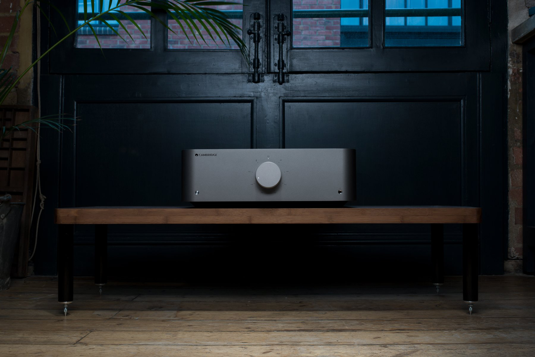 Cambridge Audio Edge A lifestyle3