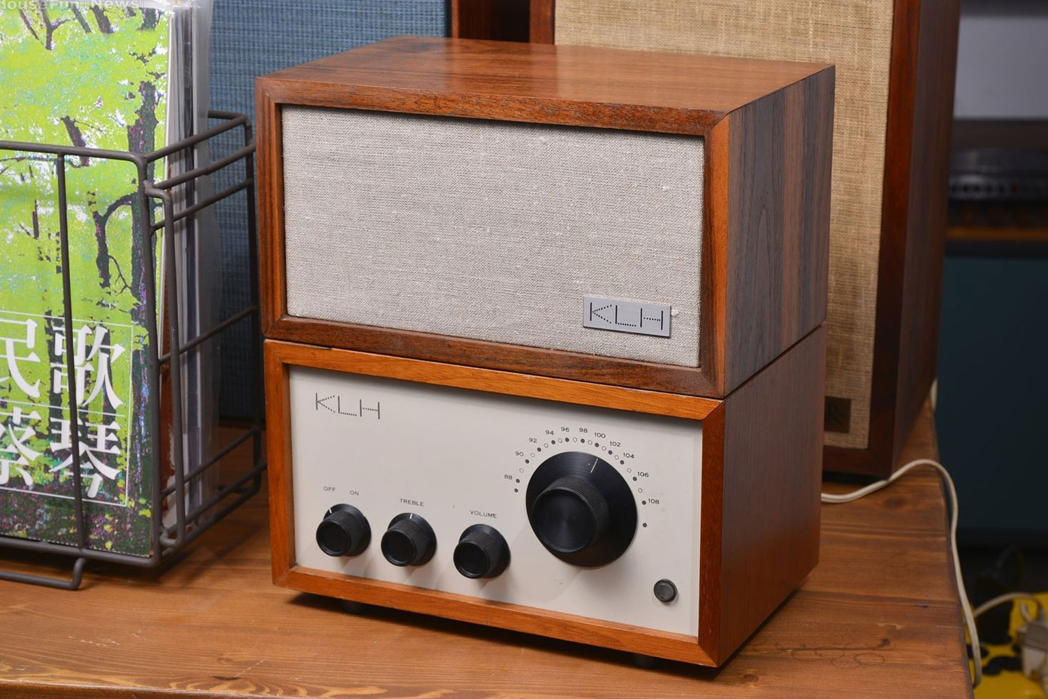 KLH Model Eight Radio